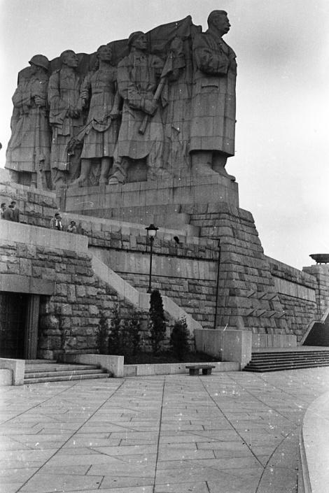 stalin-statue-prague